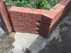 Angled-Garden-Wall-including-brick-on-edge-Ashford-300